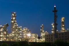 Rafinerii Ropy Naftowej fabryka w wieczór, ropa naftowa, zakład petrochemiczny Obraz Royalty Free