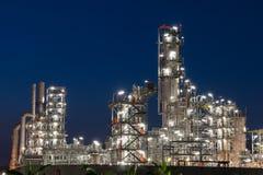 Rafinerii Ropy Naftowej fabryka w wieczór, ropa naftowa, zakład petrochemiczny Zdjęcie Stock