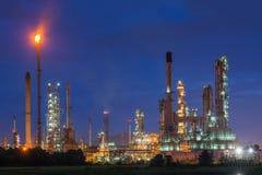 Rafinerii ropy naftowej lub ponaftowej rafinerii przemysł w przemysłowej nieruchomości Zdjęcie Stock