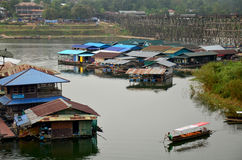 Raft House and people rowing wooden boat in Samprasob River Royalty Free Stock Photos