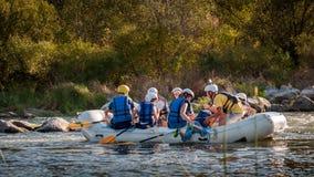 Rafting στην Ουκρανία Διασκέδαση, επικίνδυνη, τολμηρή δράση Στοκ εικόνα με δικαίωμα ελεύθερης χρήσης