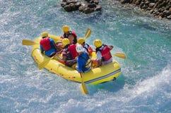 Rafting in de snelle rivier royalty-vrije stock fotografie