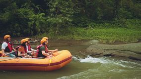 Rafting dell'acqua bianca in Bali archivi video