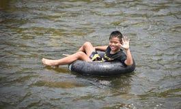 Rafting dell'acqua di divertimento dell'Asia del bambino Fotografia Stock