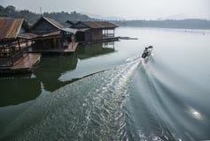 Rafting di galleggiamento della casa Immagini Stock Libere da Diritti