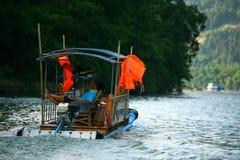 Rafting för bambu - Yangshuo Royaltyfri Bild