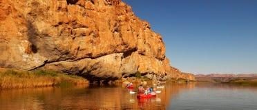 Rafting för flod för solig dag Arkivfoto
