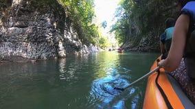 Rafting op Martvili-canion in zomer, Georgi? stock video