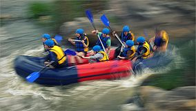 Rafting op stroomversnelling van de Zuidelijke Insectenrivier, Migiya Stock Fotografie