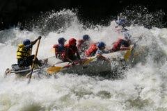 Rafting på en flod Arkivbild