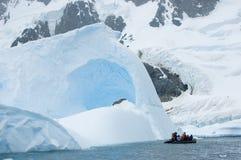 Rafting vid isberget Arkivbilder