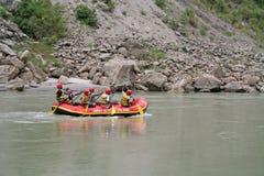 rafting wild vatten Arkivfoto