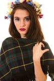Ragazza abbastanza teenager con i fiori in capelli Fotografie Stock