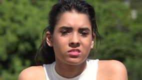 Ragazza abbastanza teenager disgustata del latino-americano stock footage