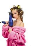 Ragazza in abito di preparazione dentellare con hairdryer blu Fotografia Stock Libera da Diritti