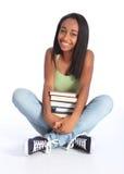 Ragazza adolescente del banco dell'afroamericano con i libri Fotografie Stock Libere da Diritti