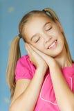 Ragazza-adolescente ha chiuso i suoi occhi fotografie stock libere da diritti