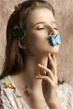 Ragazza adorabile con la farfalla Immagine Stock