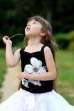 Ragazza adorabile del bambino con capelli scuri molto lunghi Fotografia Stock Libera da Diritti