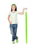Ragazza adorabile dell'allievo con una matita verde gigante Fotografie Stock Libere da Diritti
