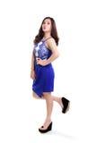 Ragazza adorabile nella camminata blu del vestito fotografia stock libera da diritti