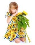 Ragazza affascinante in un vestito luminoso Fotografie Stock Libere da Diritti