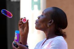 ragazza africana, donna piena di bolle fotografia stock
