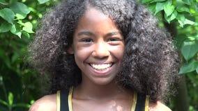 Ragazza africana teenager felice video d archivio
