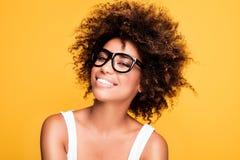 Ragazza afroamericana di risata con l'afro Fotografia Stock
