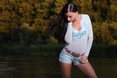 Ragazza al fiume fotografia stock libera da diritti