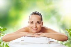 Ragazza al massaggio della stazione termale Fotografia Stock