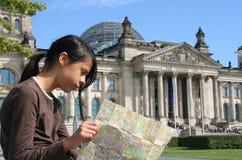 Ragazza al Reichstag Fotografie Stock Libere da Diritti
