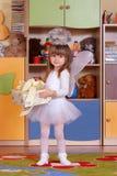 ragazza Albero anna che gioca e che impara nella scuola materna fotografia stock