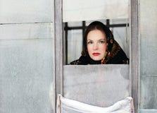 Ragazza alla finestra Fotografie Stock Libere da Diritti