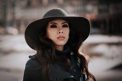 Ragazza alla moda in cappotto Fotografia Stock Libera da Diritti
