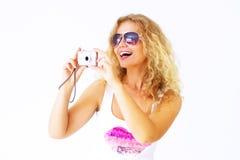 Ragazza alla moda che tiene una macchina fotografica Fotografie Stock