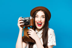 Ragazza alla moda con la macchina fotografica Priorità bassa per una scheda dell'invito o una congratulazione Fotografia Stock Libera da Diritti