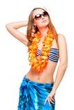 Ragazza alla moda in occhiali da sole e bikini che posano sul bianco Fotografia Stock Libera da Diritti