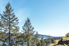 Ragazza alla roccia della cava a Vancouver del nord, BC, il Canada Fotografie Stock