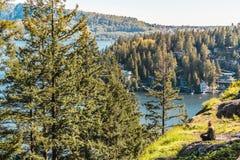 Ragazza alla roccia della cava a Vancouver del nord, BC, il Canada Fotografia Stock Libera da Diritti