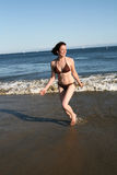 Ragazza alla spiaggia Immagine Stock