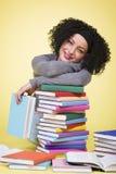 Ragazza allegra sorridente con i libri multicolori Fotografia Stock Libera da Diritti