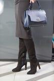 Ragazza in alti stivali neri, lookbook, stivali di cuoio del ` s delle donne alti immagine stock libera da diritti