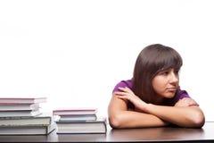 Ragazza annoiata che si siede con i libri Fotografia Stock Libera da Diritti