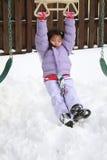 Ragazza asiatica che gioca nella neve Fotografie Stock