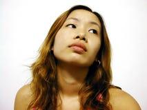 Ragazza asiatica che osserva obliquamente fotografia stock
