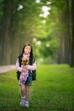 Ragazza asiatica che tiene il fiore Immagini Stock Libere da Diritti
