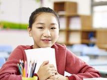 Ragazza asiatica della scuola elementare Immagine Stock