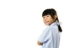 Ragazza asiatica dello studente in uniforme isolata su bianco Fotografia Stock
