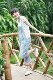 Ragazza asiatica felice di estate fotografia stock libera da diritti
